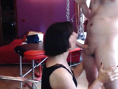Una trans goza con su novio follando