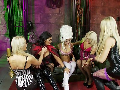 Fruity milfs sharing oral predilection in kinky role turn