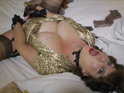 Naughty retro MILF plays with huge fake cock