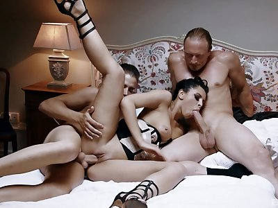 Perfect triumvirate makes burnish apply hot mistress to reach insane orgasms