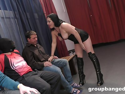 Curvy wife drops on the brush knees to be fucked by a lot of dudes