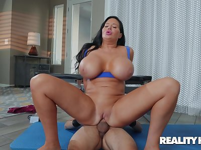Infernal hardcore vaginal sex for the chubby arse mom