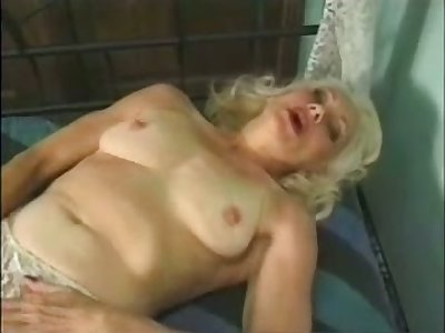 Mature auburn whore masturbates say no to wet age-old pussy with a toy