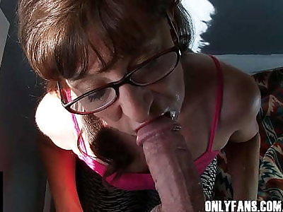 Milf Debilitating Glasses Sloppy Blowjob Lots Be advantageous to Cum